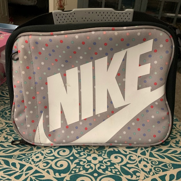 Nike polka dot lunch box.  Excellent condition!